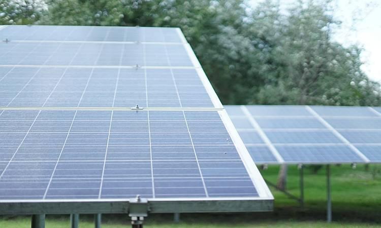 Czy warto zainwestować w kolektory słoneczne do domu?